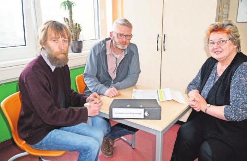 Bereiten den Karrieretag vor (v. l.): Siegfried Pingel, Ronny Viererbe und Schulleiterin Gisa Michaelis. FOTO: ANDREAS KÖNIG