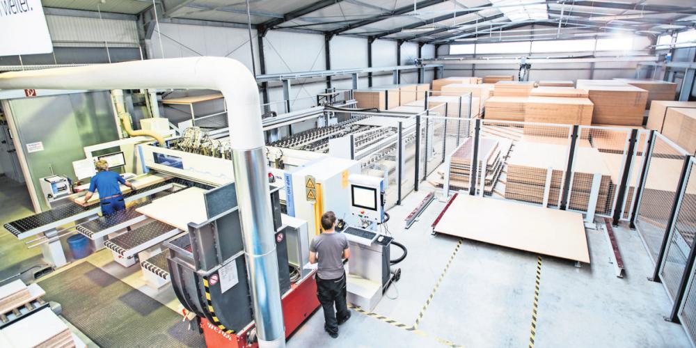 Die Reiss Büromöbel GmbH in Bad Liebenwerda will in eine neue Fertigungsstätte investieren. FOTO: LR/ANDRE FORNER