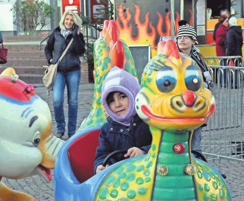 Traditionell fahren viele Kinder gerne mit dem Drachen-Elefanten-Karussell.FOTOS (3): C. BIHLER